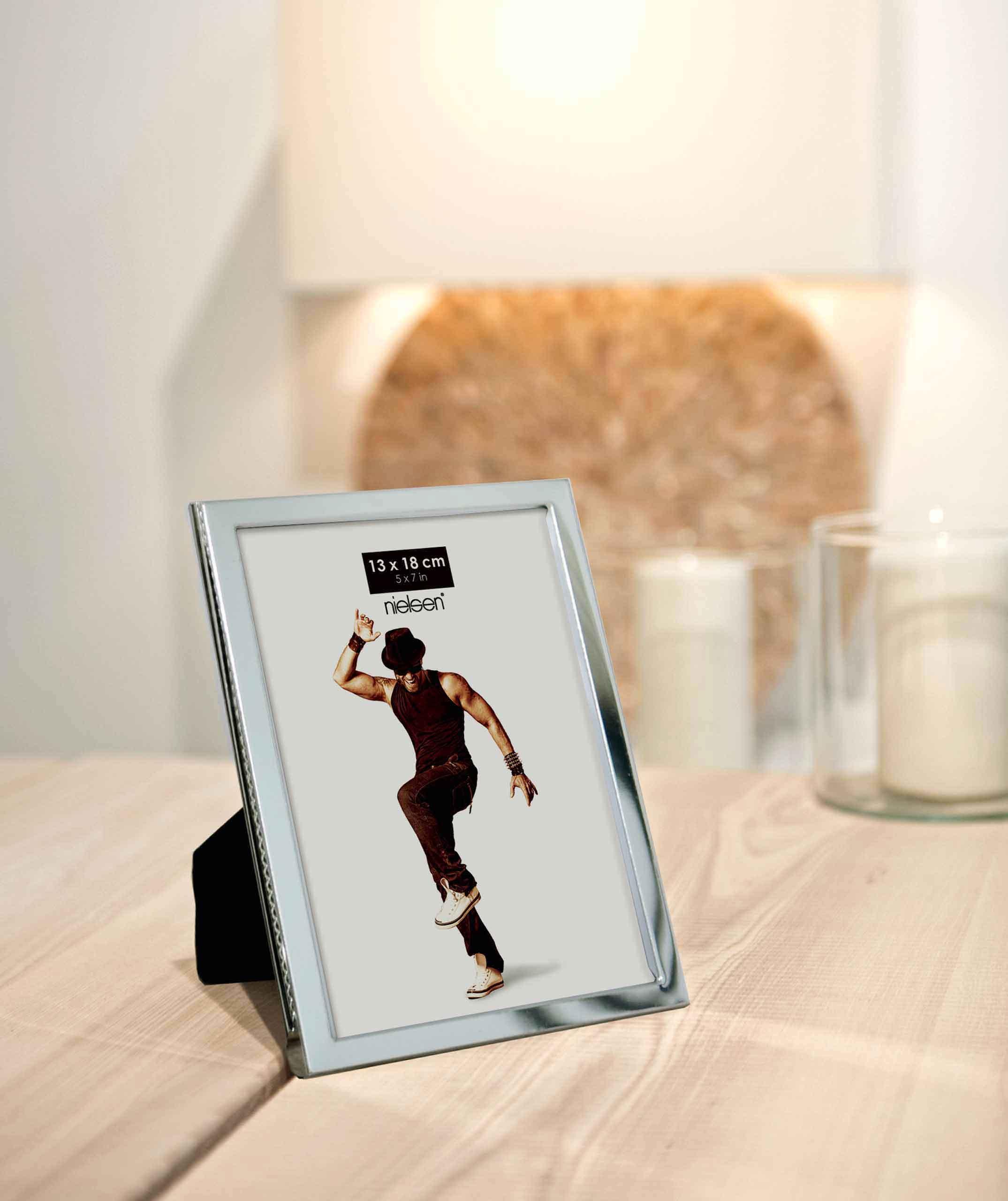 portraitrahmen aluminium bilderrahmen produkte nielsen. Black Bedroom Furniture Sets. Home Design Ideas
